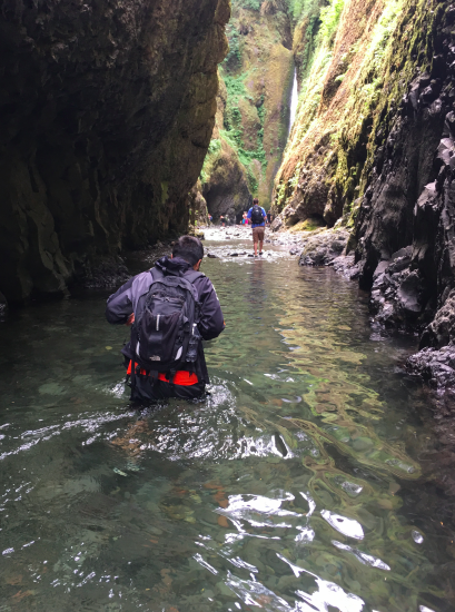 Oneonta Gorge: Students and youth on a hike